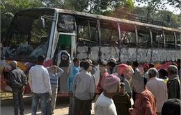 Bangladesh: Ném bom xăng, 9 người thiệt mạng