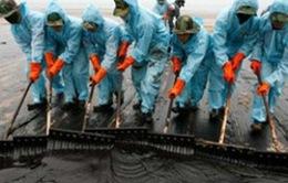 Quảng Ninh: Giao thông gián đoạn vì sự cố rò rỉ bồn chứa xăng dầu