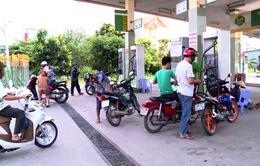Ngày đầu tiên bán xăng E5 tại 8 tỉnh, thành phố: Lượng bán ra quá ít