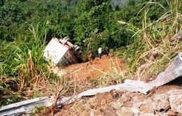 Xe rơi xuống đèo, 4 nạn nhân được giải cứu trước khi xe bốc cháy