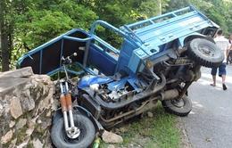 Bà Rịa - Vũng Tàu: Lật xe trên núi, 12 người bị thương