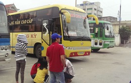 Hà Tĩnh: Xe khách tông thẳng vào CSGT để bỏ chạy