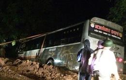 Thanh Hoá: Xe khách 45 chỗ lao xuống hố sâu bên đường