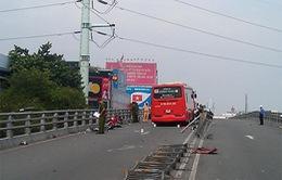 Tai nạn trên cầu vượt Cây Gõ, TP.HCM: Bé gái 16 tháng tuổi nguy kịch