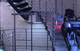 Thuỵ Sỹ: Chế tạo xe lăn giúp người khuyết tật leo thang
