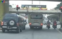Xe khách trá hình hoạt động giữa trung tâm Hà Nội