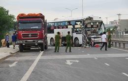Quảng Nam: Xe khách mất lái đâm xe tải, 1 người tử vong