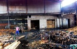 Hà Tĩnh: Xưởng gỗ bốc cháy ngùn ngụt trong đêm