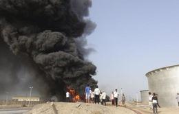Yemen: Trúng tên lửa, nhà máy lọc dầu cháy lớn