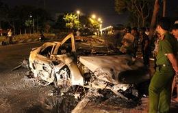 Ô tô bốc cháy dữ dội, 1 người chết trong xe