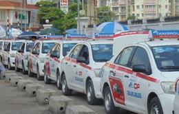 Cước taxi tại Hà Nội và TP. HCM chuẩn bị tăng từ 700 - 900 đồng/km