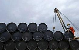 Giá dầu trượt dốc gần 3% khi sản lượng từ Libya phục hồi trở lại