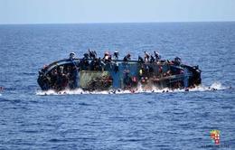 Italy giải cứu hơn 300 người di cư trên Địa Trung Hải