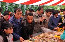 Chợ phiên sách cũ 2016: Nét đẹp văn hóa người Hà Nội