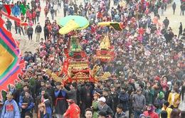 Hàng nghìn người đổ xô về Lễ hội đền Đông Cuông