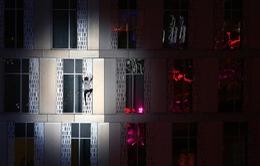 """""""Người nhện"""" nước Pháp chinh phục tòa tháp 138m bằng tay không"""
