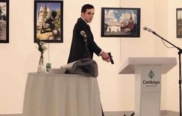 Phóng viên AP kể lại khoảnh khắc đối mặt tay súng ám sát Đại sứ Nga