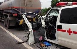 Nạn nhân vụ xe cấp cứu đâm xe bồn trên cao tốc đang được điều trị tích cực