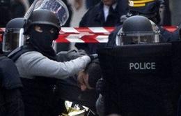 Bắt 3 phụ nữ âm mưu tấn công nhà thờ, Cảnh sát Pháp bị đâm