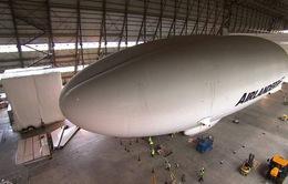 """Cận cảnh máy bay """"siêu khủng"""" có kích thước to như sân bóng"""