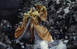 Thí sinh Biệt đội phong cách cực cá tính giữa bãi rác