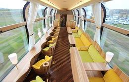 """Ngắm cảnh trên chuyến tàu """"trong suốt"""" đầu tiên ở Nhật Bản"""