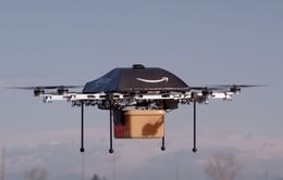 Amazon giao đợt hàng đầu tiên bằng máy bay không người lái