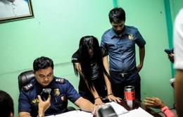 Thêm 64 công chức Philippines dính líu ma túy ra trình diện