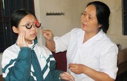 Trẻ em nên được khám sàng lọc tật khúc xạ vào đầu mỗi năm học