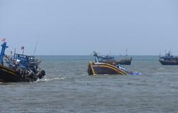 Tìm tàu cá cùng 6 thuyền viên mất tích ngoài khơi Mũi Né