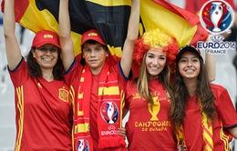 Rực sắc đỏ vàng của CĐV Tây Ban Nha tại EURO 2016
