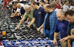 Số người nộp đơn xin mua súng cao chưa từng có tại Mỹ