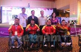 """ĐT cử tạ khuyết tật Việt Nam """"hái vàng"""" trước thềm Paralympic"""
