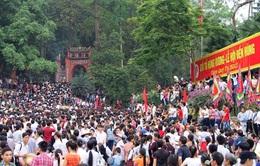 Hàng nghìn du khách về dự Lễ hội Đền Hùng