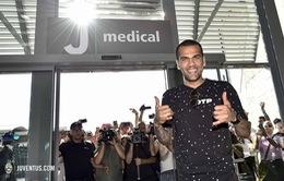 Dani Alves đặt chân tới Italy, sẵn sàng gia nhập Juventus