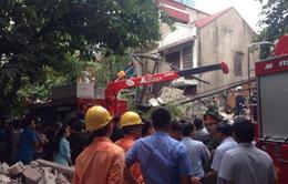 Vụ sập nhà 43 phố Cửa Bắc: Công tác cứu hộ cứu nạn còn chậm trễ