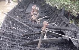 Bến Tre: Cháy rụi 13 tàu du lịch trong đêm