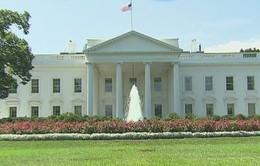 Một kẻ lạ mặt mang vũ khí đột nhập Nhà Trắng