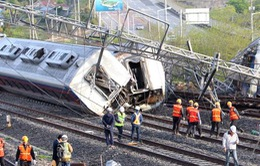 Hàn Quốc: Tàu hỏa trật đường ray, 9 người thương vong