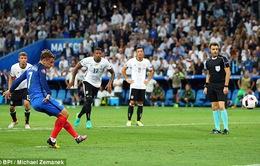 VIDEO EURO 2016: Schweinsteiger để bóng chạm tay, Griezmann mở tỷ số từ chấm phạt đền