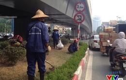 Sau 3 tháng tạm dừng, Hà Nội cắt cỏ trở lại