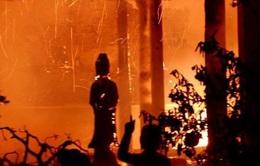 Cháy lớn tại chùa Tĩnh Lâu (Hà Nội)