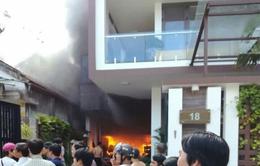 Cháy kho chứa lốp xe giữa khu đông dân cư ở Huế