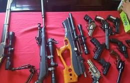 """Bắt giữ nhiều súng đạn """"khủng"""" của nhóm giang hồ tại Hà Nội"""