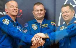 Nhóm phi hành gia Nga - Mỹ lên tiếp quản trạm ISS