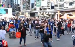 Nam giới Canada nhảy múa trên giày cao gót