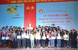 Quảng Ngãi  564 sinh viên xuất sắc nhận học bổng Phạm Văn Đồng đầu năm