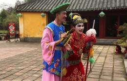 Cuộc đua kỳ thú 2016: Hương Giang và Criss giẫm thảm đầu tiên