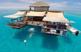 Ngỡ ngàng với quán bar nổi... giữa lòng đại dương