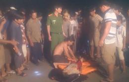 Quảng Ngãi: Tắm biển bị sụp hố sâu, 2 trẻ chết đuối thương tâm